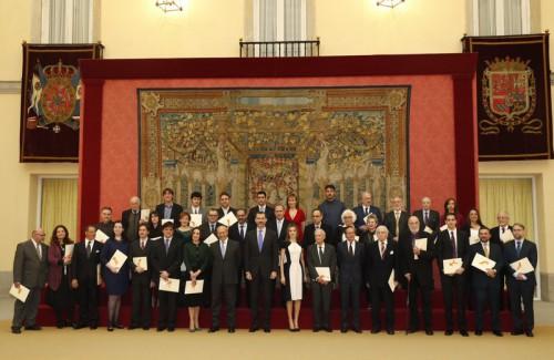 © Casa de S.M. el Rey Sus Majestades los Reyes y el ministro de Educación, Cultura y Deporte, con los premiados. Palacio Real de El Pardo. Madrid, 16.02.2015.